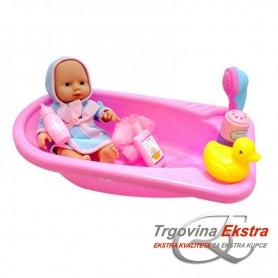 Beba s kadom i dodacima za kupanje